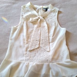 Sleeveless blouse small